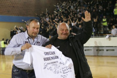 Rukometaši Partizana pobedom čestitali Miši Tumbasu rođendan